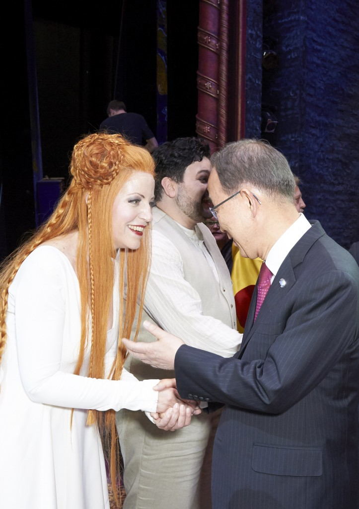 Meeting UN Secretary-General Ban Ki-moon after Turandot at Wiener Staatsoper (photo: Michael Poehn)